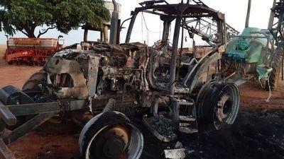 """Reapareció """"cortina de humo"""" EPP???. Quemaron tractor en Tacuati"""