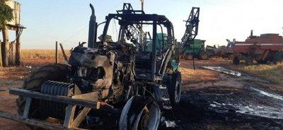 Queman tractor agrícola en zona de influencia del EPP