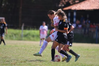 Fútbol Femenino: Un equipo nuevo, salen tres clubes y se 'rompe' una fusión