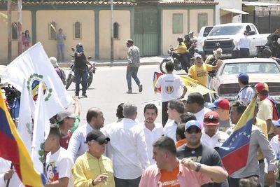 Guaidó denuncia ataque a balazos a manifestación que lideraba en Venezuela