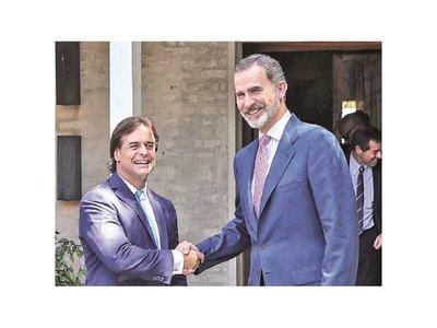 Uruguay vuelve desde hoy a la derecha con un nuevo mandatario