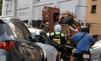 HOY / PMT retira vehículos mal estacionados y conos de cuidacoches