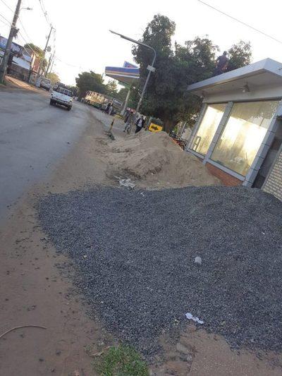 Escolares deben bajar al asfalto sobre avenida De la Victoria