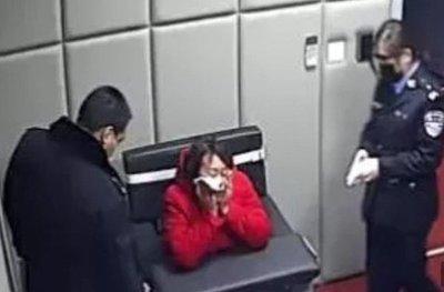 China: Tras una pelea, llamó 16 veces a la policía acusando a su novio de tener coronavirus
