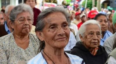 Ancianos fueron estafados por supuestos gestores de Hacienda