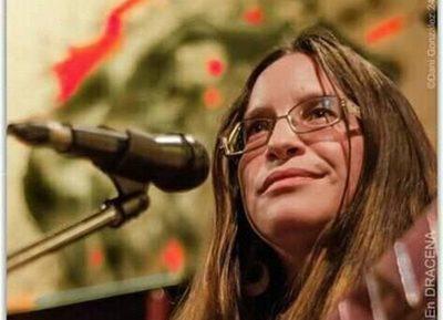 Claudia Miranda en el ciclo de folclore de Drácena