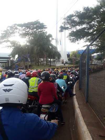 Nueva manifestación de MOTOTAXISTAS en el Puente de la Amistad