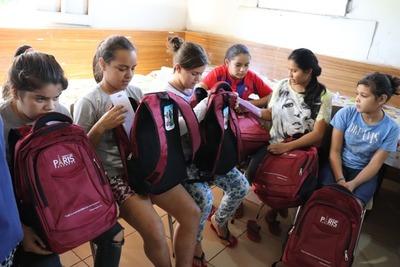 SHOPPING PARÍS en apoyo a la educación entrega más de 7.500 útiles escolares