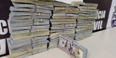 Detienen a dos PARAGUAYAS con US$ 500 mil en EFECTIVO