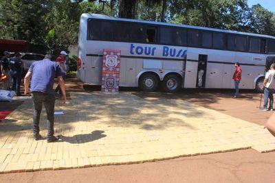 Bus de turismo intentó cruzar al Brasil con un megacargamento de marihuana