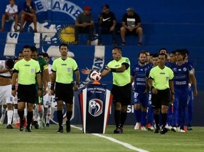 Examinaron el rendimiento de los árbitros y asistentes