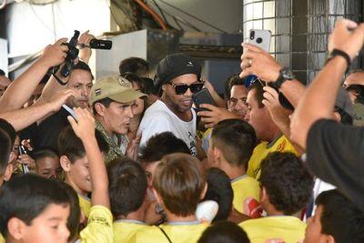 Ronaldinho ya está en Paraguay