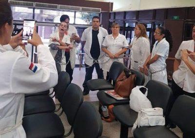 Médicos continúan con medidas de fuerza en Hacienda exigiendo reglamentación de Ley de jubilación