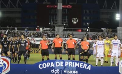 HOY / Equipo arbitral otorga una alta calificación a Juan Eduardo López
