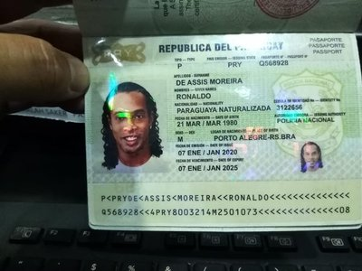 Ronaldiho Gaucho habría entrado a Paraguay con pasaporte adulterado