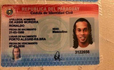 Ronaldinho cae con documentos paraguayos falsos
