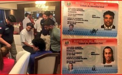 """""""Ronaldinho"""" detenido con supuestos pasaportes paraguayos falsos"""