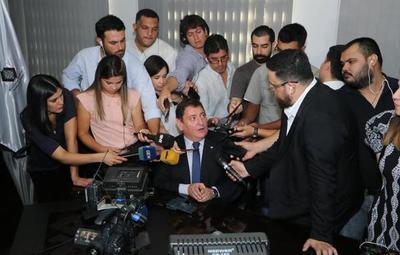 Documentos paraguayos de contenido falso habrían sido un obsequio para Ronaldinho