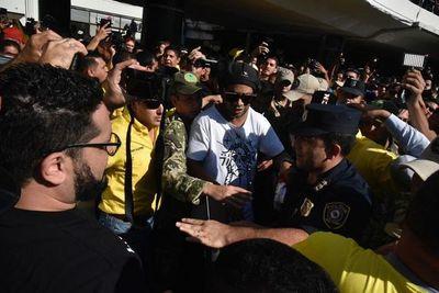 La Policía dio custodia a Ronaldinho a pedido de empresa