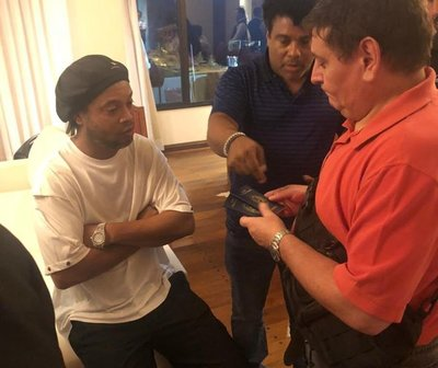 Ronaldinho presta declaración por documentos falsos