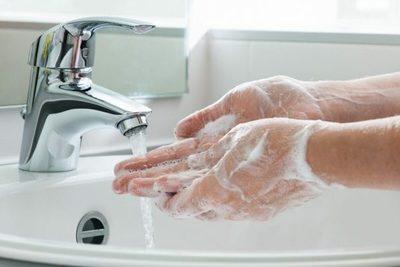 Coronavirus o influenza: uso de alcohol en gel no reemplaza al lavado de manos como prevención