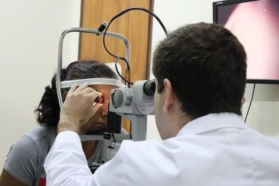 Fundación Visión realiza una cirugía ocular inédita en el país, y pone a Paraguay a la vanguardia