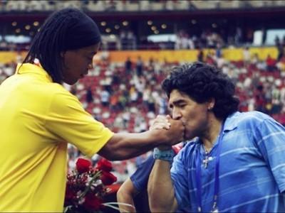 La muestra de apoyo de Maradona para Ronaldinho: 'la verdad siempre sale adelante'