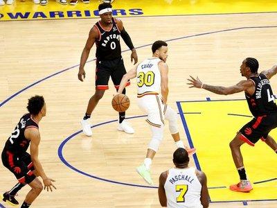 Clippers ganan duelo a Rockets; Raptors a Warriors, en vuelta de Curry