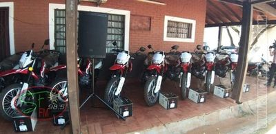 Entregan 10 motocicletas a ingenieros del Amambay