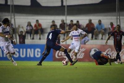 Nacional perdona y empata contra Cerro, que sigue sin levantar cabeza