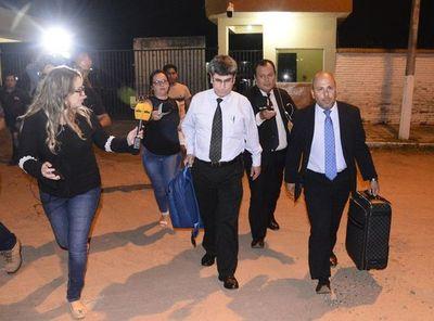 Comida rápida, frazadas y vecino de diputado: así pasa Ronaldinho la noche en prisión