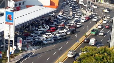 Grupo Bahía alegró a conductores al cargar combustible gratuito
