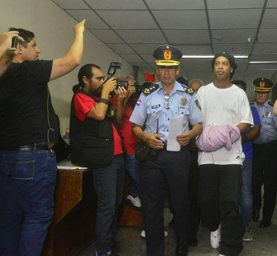 Fiscalía se ratifica en pedido de prisión preventiva para Ronaldinho y hermano