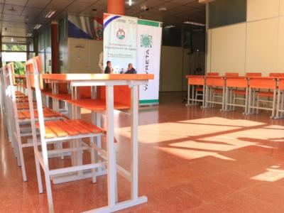 Miles de pupitres serán distribuidos en Itapúa mediante apoyo de la EBY