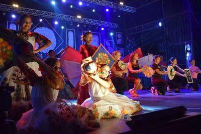 Celebran el tradicional festival del Ñandutí