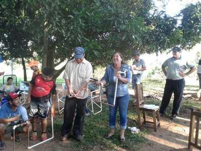 Plomera se destaca en su comunidad