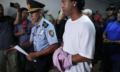 Ronaldinho en prisión: Día ajetreado en la Agrupación Especializada
