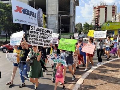 Varias organizaciones marcharon por el Día Internacional de la Mujer