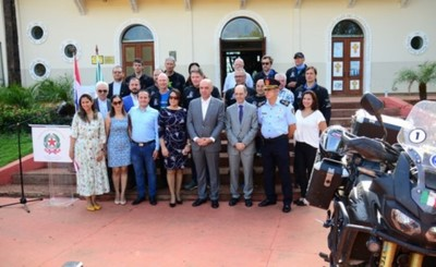Entregan llave de la ciudad a misioneros de Italia