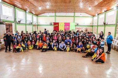 Hogar Santa Teresa recibe en donación muebles y 300 mochilas con útiles escolares