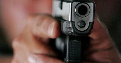 Un joven fue asaltado a punta de pistola
