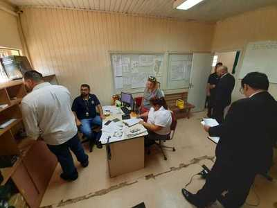 Fiscales realizan copia del sistema informático de la Comuna de CDE