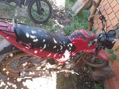 Desconocido abandona una motocicleta en la vía pública