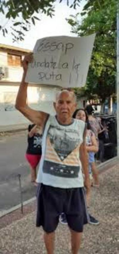 Pobladores de Tacumbú salen a las calles para pedir agua a la Essap
