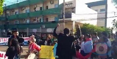 Ciudadanos indignados arrojaron huevos por la residencia del juez electoral Julio Damián Pérez Peña