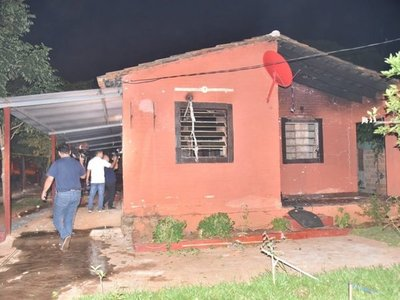 Vecinos queman vivienda de presuntos asesinos de mujer