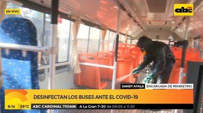 Desinfectan los buses ante el COVID19