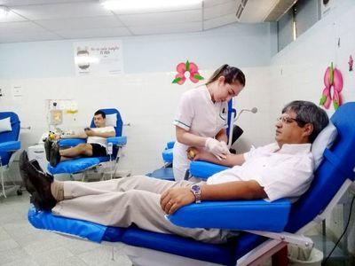 Médicos del IPS donan sangre ante la escasez de voluntarios
