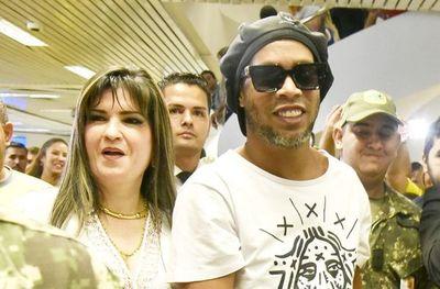 Caso Ronaldinho: Allanan vivienda de Dalia López pero sigue prófuga