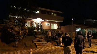 Caso Ronaldinho: Fiscalía allana vivienda de Dalia López en Asunción